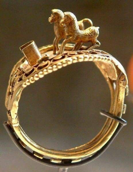 Ring with horses, Ramses II, c. 1303 BCE-1213 BCE