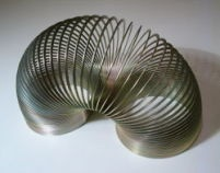 Slinky: Remember, Every Girls, Walks, Department Stores, Childhood Memories, Metals, Basements Stairs, Retro Toys, Fun