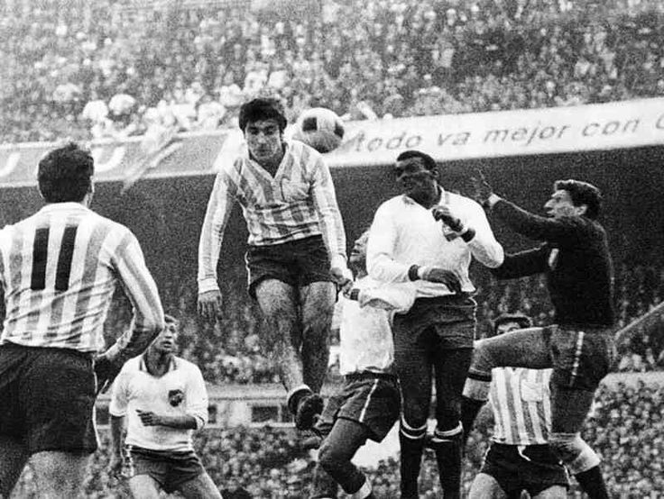 Racing Club 0 CD Nacional 0 in Aug 1967 in Avellaneda. Another 0-0 draw in the Copa Libertadores Final, 2nd Leg.