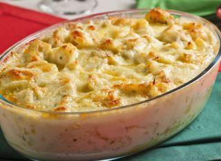 """Batatas e queijo deixam seu <a href=""""/culinaria/receitas/receita-de-bacalhau-queijo-batata-613105.shtml""""target=""""_blank"""">  bacalhau</a> muito mais cremoso. <a href=""""/culinaria/receitas/receita-de-bacalhau-queijo-batata-613105.shtml""""target=""""_blank"""">Tome not"""
