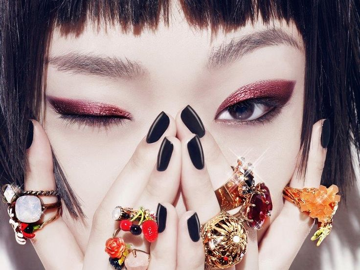 With all the gorgeous, iconic makeup trends Korea has given us in the past, we're always wondering what'll be the next Korean makeup trend that's going to take the world...