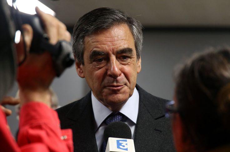 VIDÉO - L'ex-premier ministre, en meeting à Metz ce lundi soir, a promis d'instaurer une politique forte en faveur des familles et de «libérer la société française de la bureaucratie». Il a appelé les électeurs à la primaire de la droite à voter selon leurs «convictions», dimanche prochain, lors du premier tour.