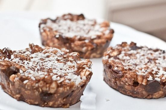 5 Healthy DIY Energy Bars: My favorite kind of bars incorporate the ingredients in this whole grain, fruit, and nut energy bar — and the possibilities are endless! : Part energy bar, part healthy dessert, these No-Bake Glo Cakes are frozen for perfect Summer snacking.