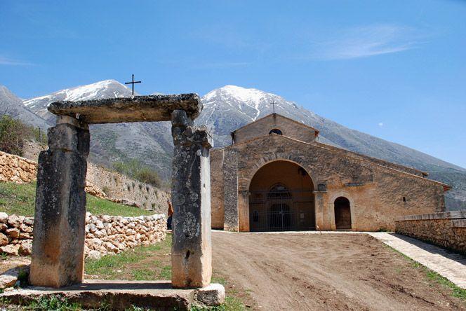 Santa Maria in Valle Porclaneta, Rosciolo dei Marsi, in provincia dell'Aquila