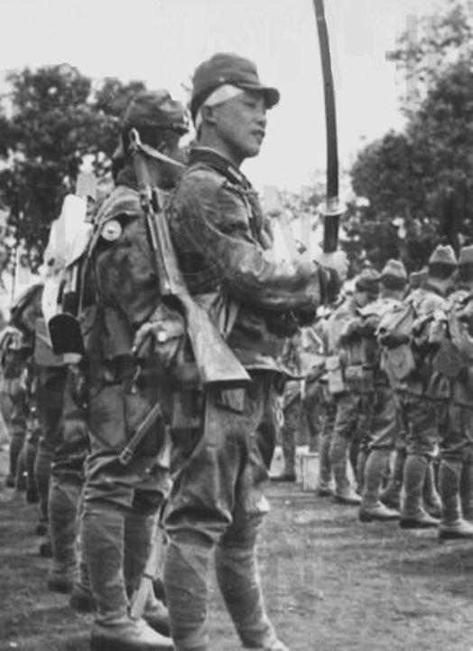 Giretsu Kuteitai Paratrooper armed with a Type 100 submachine gun and a katana sword Kengun Airfield May 1945.