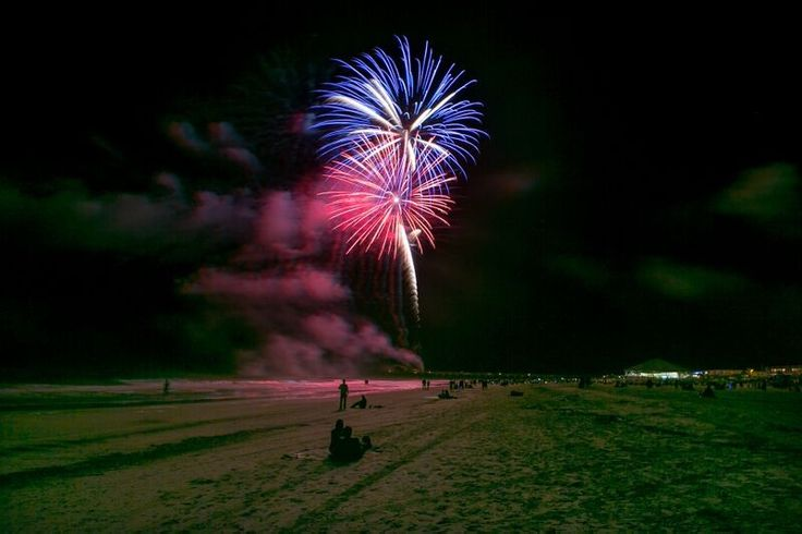 Count down the new year with your toes in the sand and bubbly in your hand on Tybee Island with this fabulous New Year's Eve guide!