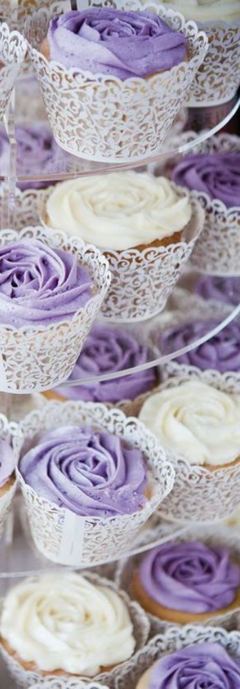 Love the lace cupcake wrappers!