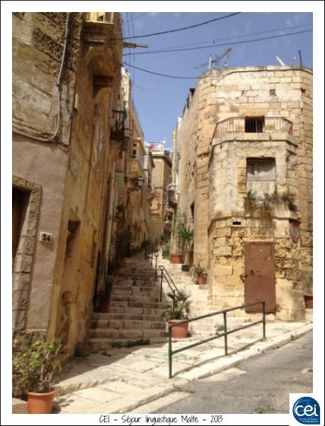 Ruelle dans la ville de Birgu - Vitoriosa. CEI - Séjour linguistique Malte - 2013 #sejour #linguistique #cei #malte #vacances