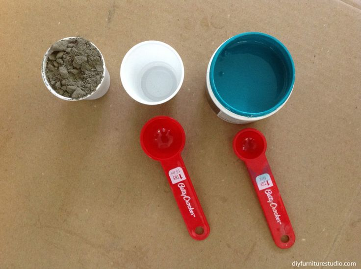 DIY cement decor with latex paint colorant--mix ratio of cement, water, and paint