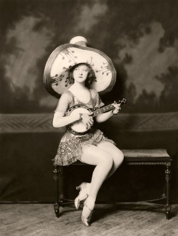 Ziegfeld Follies Girls 1920 Broadway 02 Les filles des Ziegfeld Follies dans les années 1920  photo