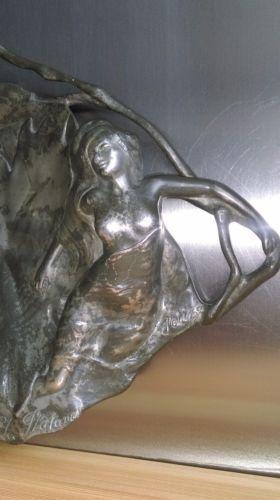 eBay, c'est vous! Achetez GRAND PLAT EN ÉTAIN ART NOUVEAU signé JEAN MAURICE PETIZON (1855-1922) dit PETIZ dans la catégorie Art, antiquités, Meubles, décoration, XXème, Art nouveau, Objets de décoration sur eBay, au format Enchères ou à Prix fixe!