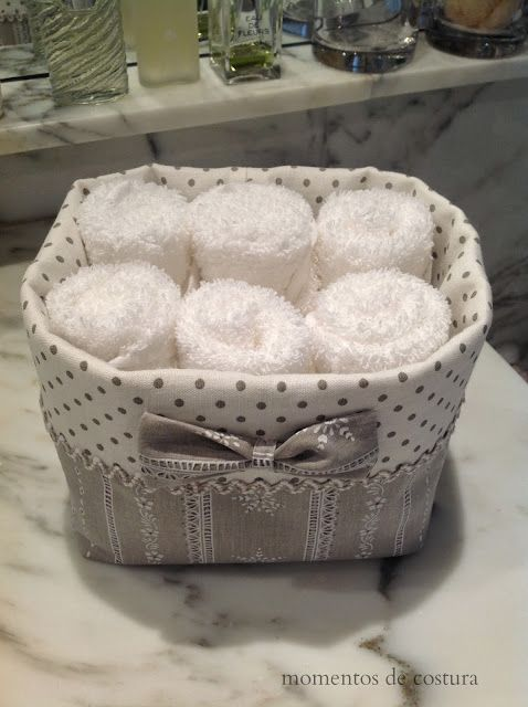 En el baño, toalllitas en cesto... Momentos de Costura