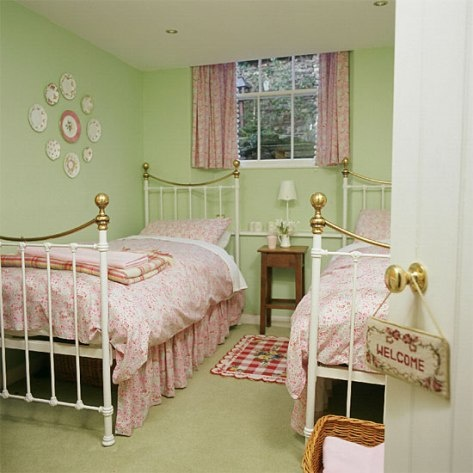 Small bedrooms design ideas...like the two beds for spare room