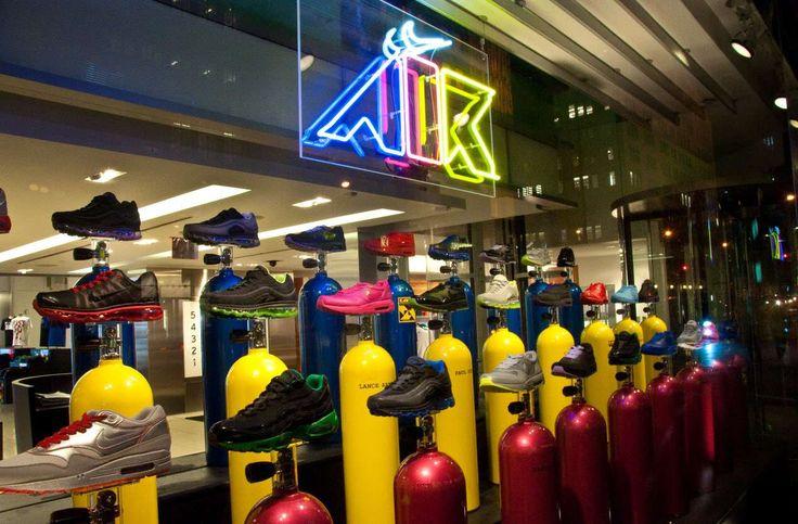 ¿Ya conoces Nike Town en New York? Tienda totalmente especializada en productos Nike.   Maple Magazine