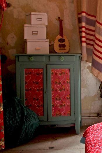 les 25 meilleures id es de la cat gorie papier peint de journal sur pinterest mur de journal. Black Bedroom Furniture Sets. Home Design Ideas