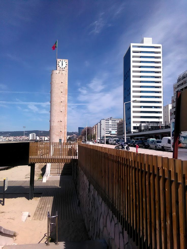 O rio Mondego que nasce na Serra da Estrela   ... atravessa Coimbra ...   desagua na Figueira da Foz   proporciona belos recantos   que des...