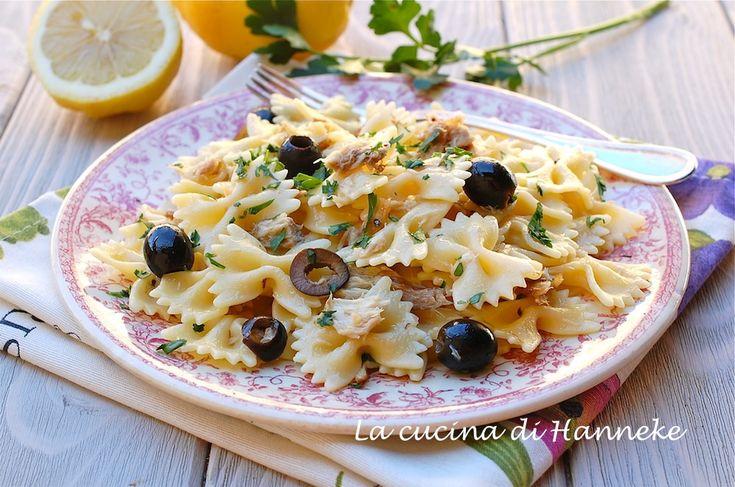 Pasta con sgombro affumicato, olive e limone