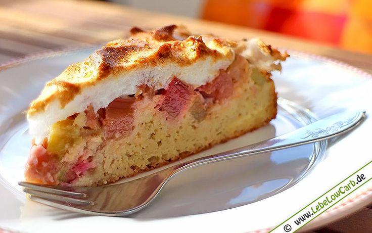Raffiniertes Low Carb Rezept für einen klassischen Rhabarber-Baiser-Kuchen, der mit seiner süß-säuerlichen Kombination jedem schmeckt und in der Rhabarberzeit besonders beliebt ist. Low Carb Mehle und mehr findet Ihr in unserem Online-Shop auf http://www.foodonauten.de/shop/