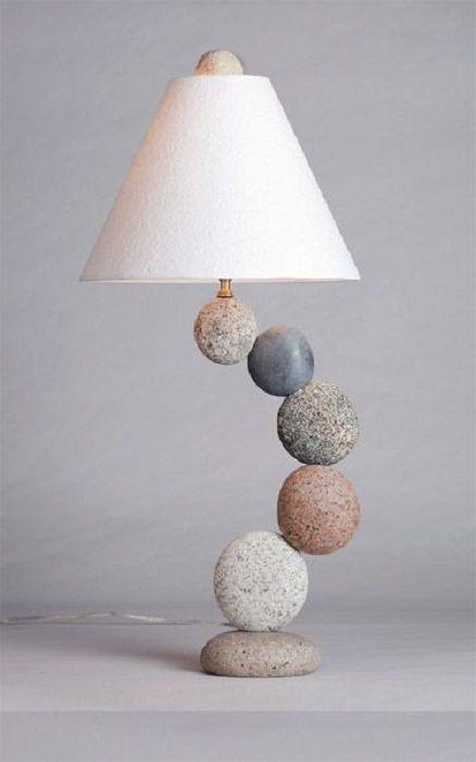 Красивое оформление светильника при помощи необычных камней, которые станет…
