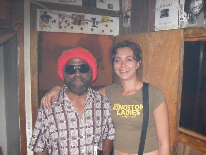 Michelle met John Holt in de studio in Kingston (Jamaica)