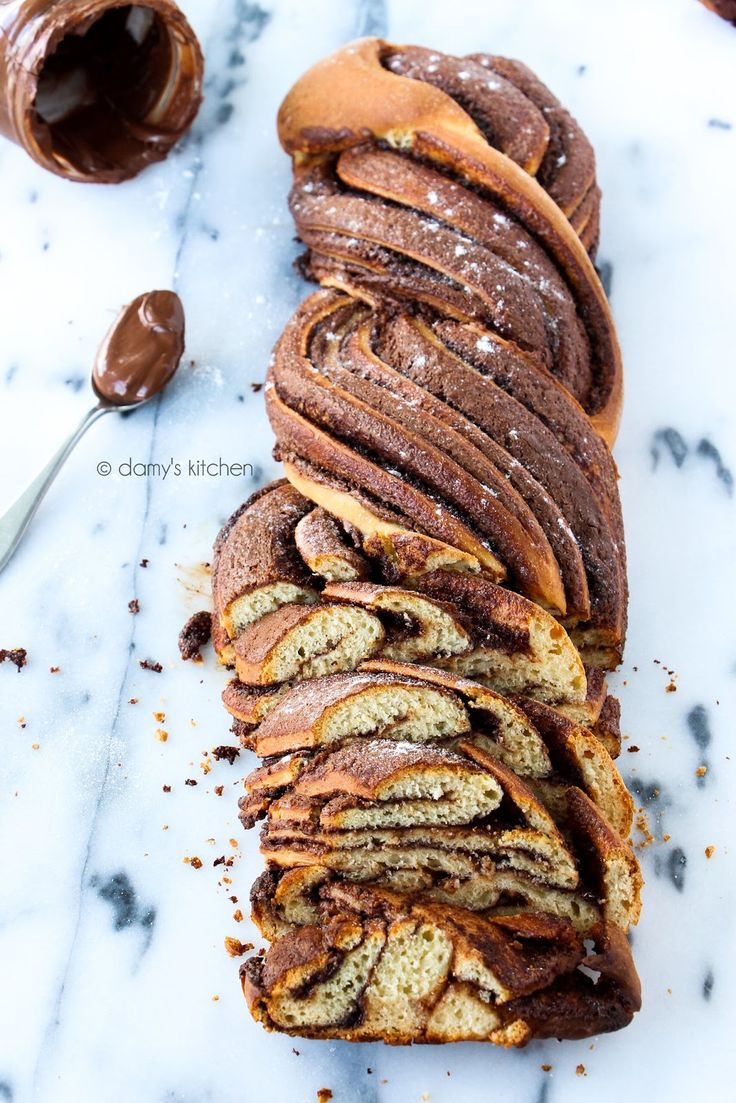 Nutella aşkına!  Öncelikle belirtmek isterim; bu görüntüyü yakalayabilmek için pastacı olmak inanın gerekmiyor, fazlasıyla kolay ve pra...