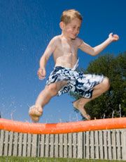 Turn a pool noodle into a sprinkler!: Pool Noodles, Water Games, Idea, Water Sprinkler, Pools Noodles, Water Parties, Water Fun, Backyard Water Parks, Noodles Sprinkler