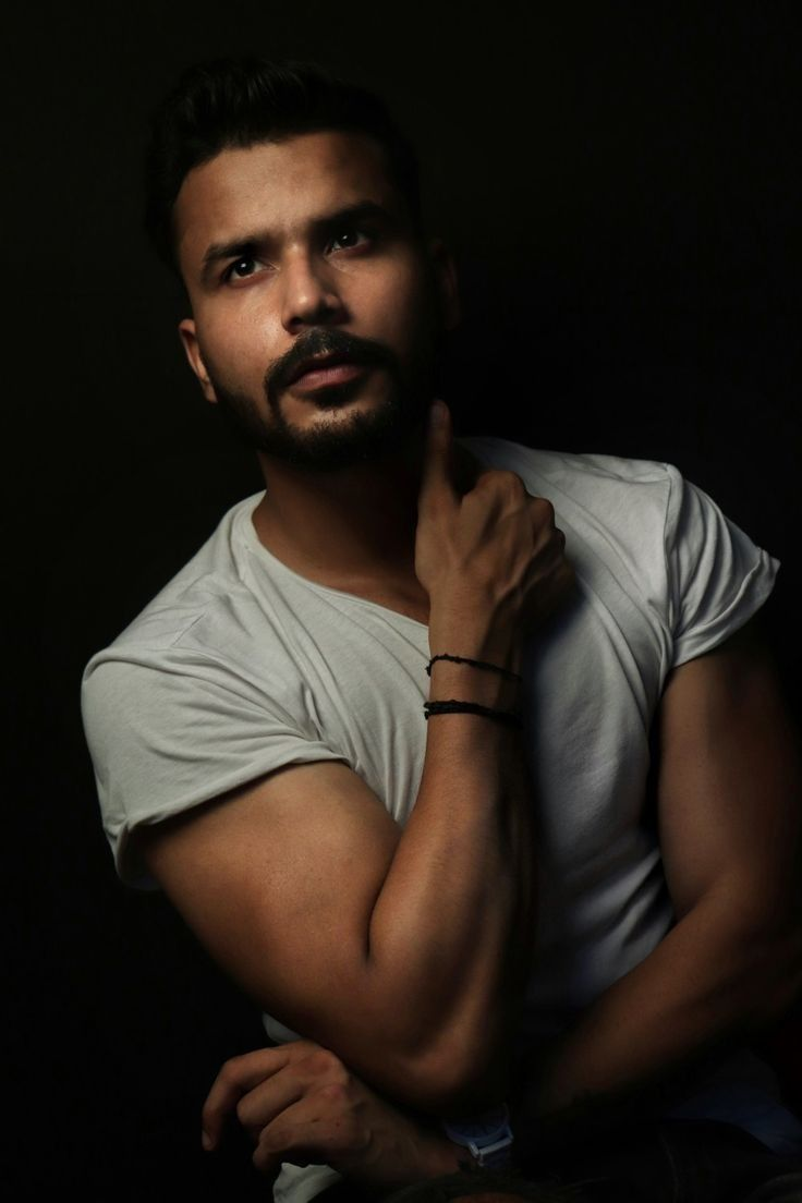 Pin By Harsh Baranwal On Pose In 2020 Photography Poses For Men Best Poses For Men Poses For Men