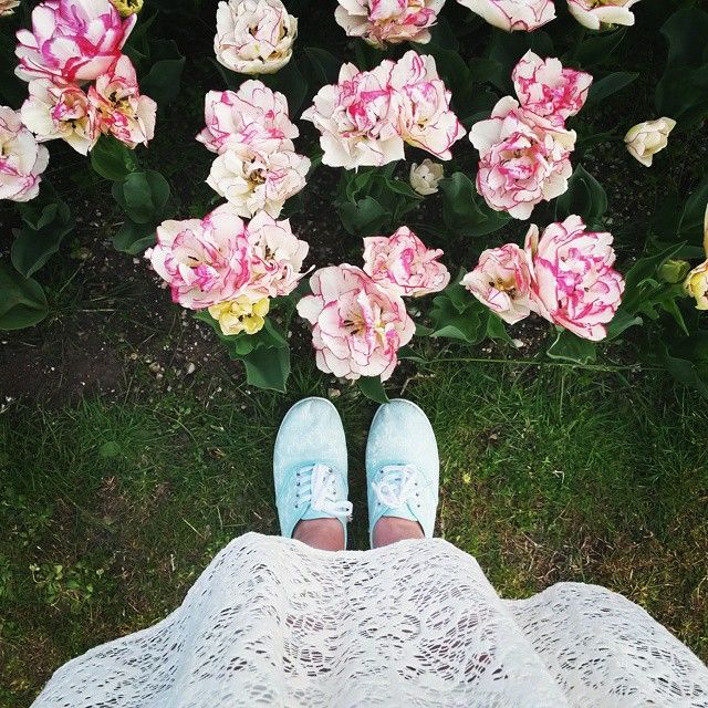 #lace and #flowers, a perfect spring combination #TheDressSense #vscotrip #instafeet #vscocam #parcosigurta
