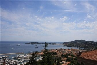 Just outside the centre of Beaulieu-sur-Mer, southwest facing property to renovate enjoying a splendid, panoramic view of the port and sea. #France #Home