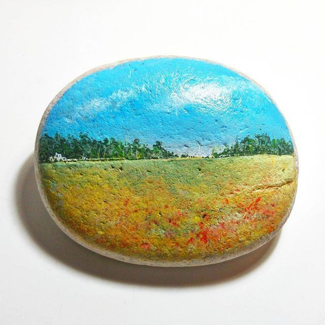 A falta de teles, pedres... In the absence of canvas, stones... -Acrílic sobre pedra - Acrylic on stone- #acrilic #acrilico #acrylic#acryliconstone #artwork #pintura #painting #paisatge #paisaje #campo #landscape #countryside#skyline #rural #prairie #landscapepainting#paesaggio #pittura #arte #wheat#campdeblat #trigo #blat #pedra #piedra #stone #stonepainting #roselles #instaart #instaartist