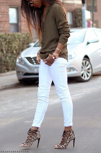 White skinny pants, khaki shirt and heeled sandals. White skinny pants, pink top and brown pumps with statement necklace. Learn how to look skinny in white pants >>> http://justbestylish.com/7-tips-how-to-look-skinny-in-white-pants/