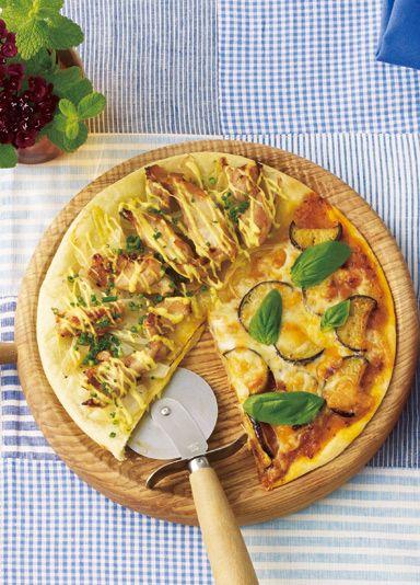 手作りのピザは、焼きたての熱々を食べられる魅力があります。自分好みにいろいろ調整することも可能!そんなピザ作りを、ピザ生地作りから挑戦してみませんか?今回は、粉から作る本格ピザの作り方はもちろん、小麦粉を使わない代用生地で作るピザのヒントレシピもピックアップしてみました。トッピングの工夫やデザートピザまで、おうちピザを楽しみ尽くす方法をたっぷりとご紹介します♪