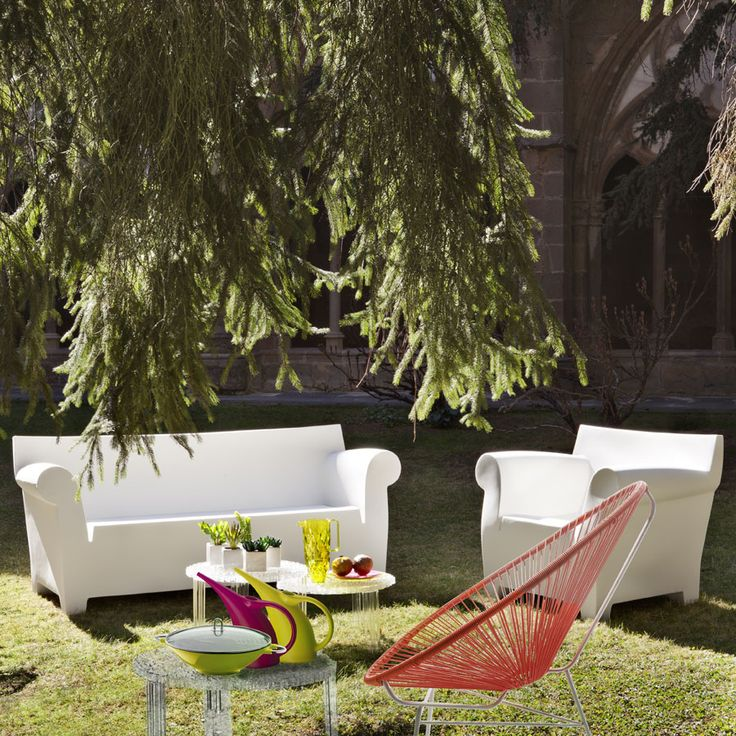 This high-quality piece of outdoor furniture has a minimalistic silhouette, characterized by the soft line of it's armrests, in contrast with the more rational lines of the backrest. Although intended primarily for outdoor use, it has become a popular seat for indoor residential and commercial applications as well. Starck's Bubble Club modern armchair represents the ultimate combination of form and function for your outdoor enjoyment. Compliment with Bubble Club Sofa and Table for a matching…