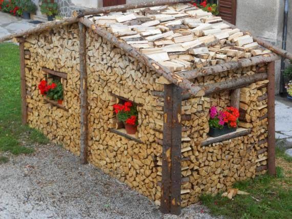 Ultimissime dall'orto: aspettando l'inverno... in Trentino Alto Adige c'è chi le cataste di legna da ardere le sistema così.