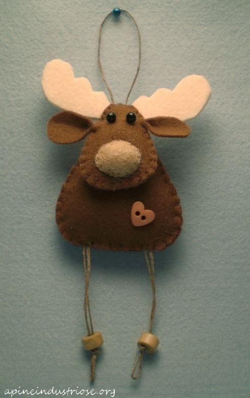 Felt reindeer ornament for 2014 Christmas tree decor - Christmas moose craft