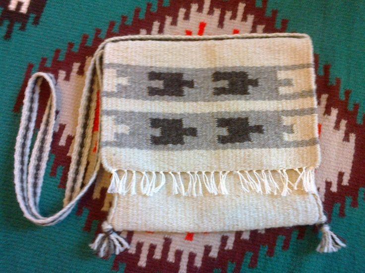Kézi szövésű gyapjú tarisznya - Handwoven wool bag by Anna Zentai - www.zentaianna.hu