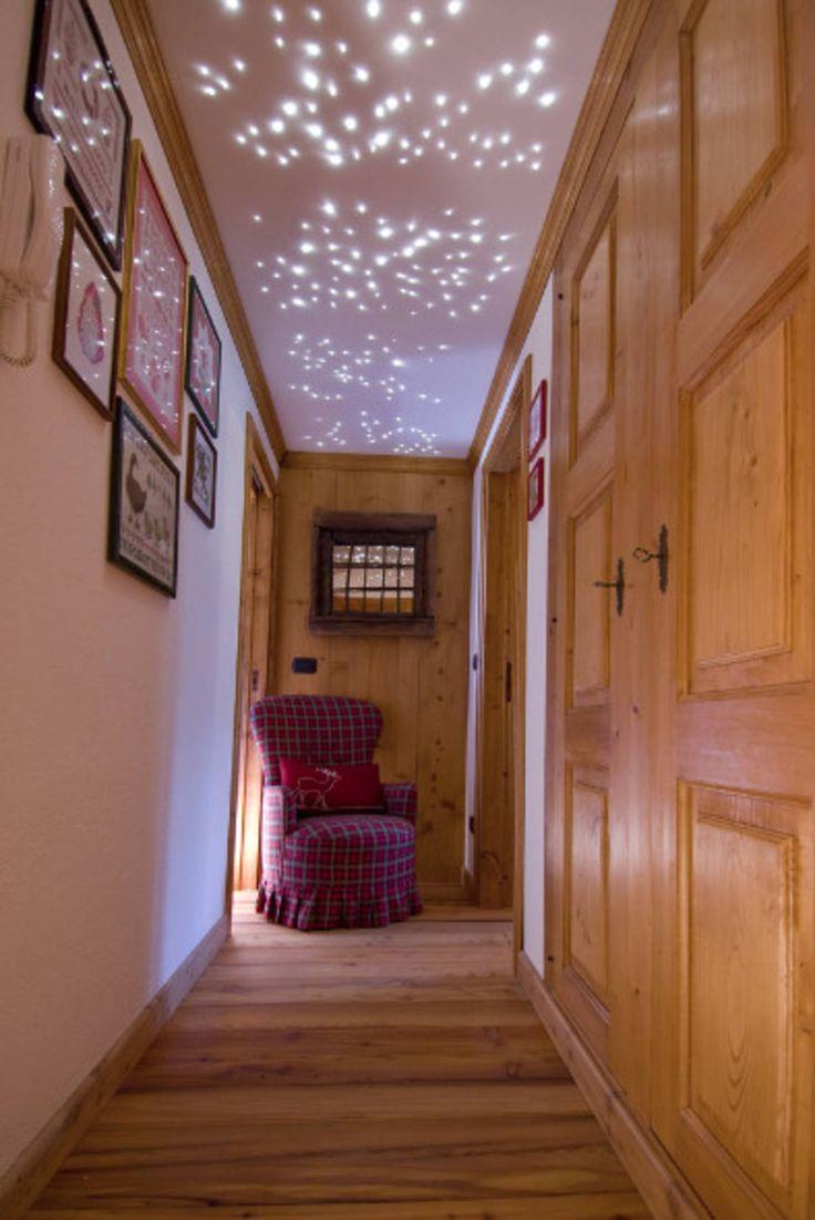 od Architetto Domenico Mazza  100% drewna, 100% przytulności! Drewno to materiał, który zastosowany we wnętrzach, jest gwarancją atmosfery pełnej ciepła i poczucia domowości. Za ten niezwykły projekt odpowiada włoski architekt Domenico Mazza.  https://www.homify.pl/katalogi-inspiracji/700936/100-drewna-100-przytulnosci
