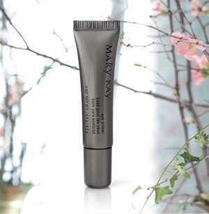 Mary Kay® Eye Primer is a waterproof formula that glides on smoothly to extend the wear of eye color and prevent it from creasing and smudging.