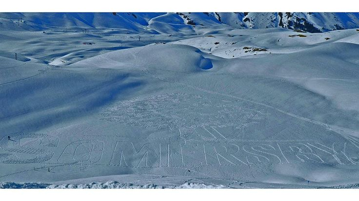 Artist Simon Beck's creation on the Lac Marlou near Les Arcs 2000 ski resort in Savoie, France, during the winter season of 2012-2013. (Simon Beck)