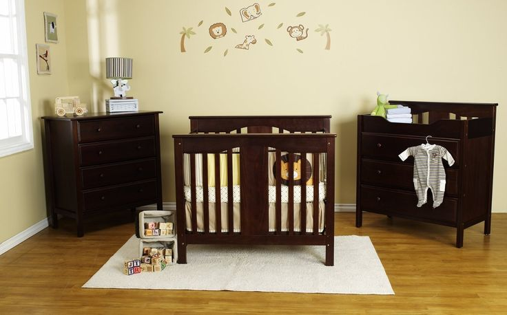 The DaVinci Annabelle Mini Crib is a small baby crib that is perfect for homes with very limited space. This baby crib is constructed from lightweight materials finished with non-toxic painting but very sturdy.