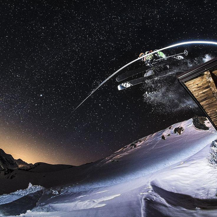 Throwback Tuesday: Night shooting with@graffa_gsunder the✨✨ #Livigno -Italy #levelgloves #powderweloveit #skigloves  Alessandro Belluscio Photographer
