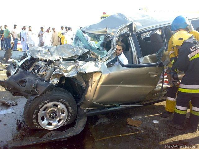 Actress Jayne Mansfield dies in car crash