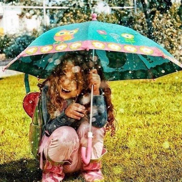 Always prepared for rainy autumn days with the cutest umbrellas!!