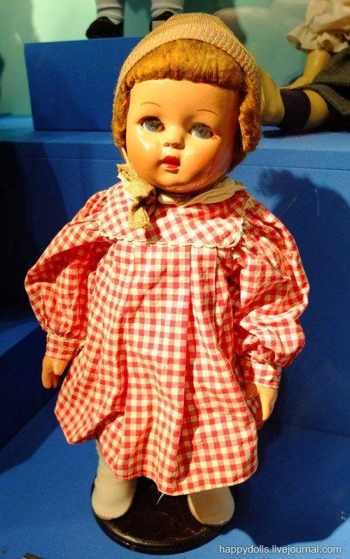 "Кукла ""Ира"". Е. Борисова. Москва. Фабрика им. 8 Марта. 1950-е гг. Древесно-опилочная масса, ткань."