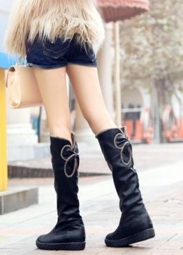 botas de moda estilo siemple de color negro  US$ 12.97: Boots Boots, Boots Online, Boots Brown, Women'S Boots, Black Boots, Fashion Boots