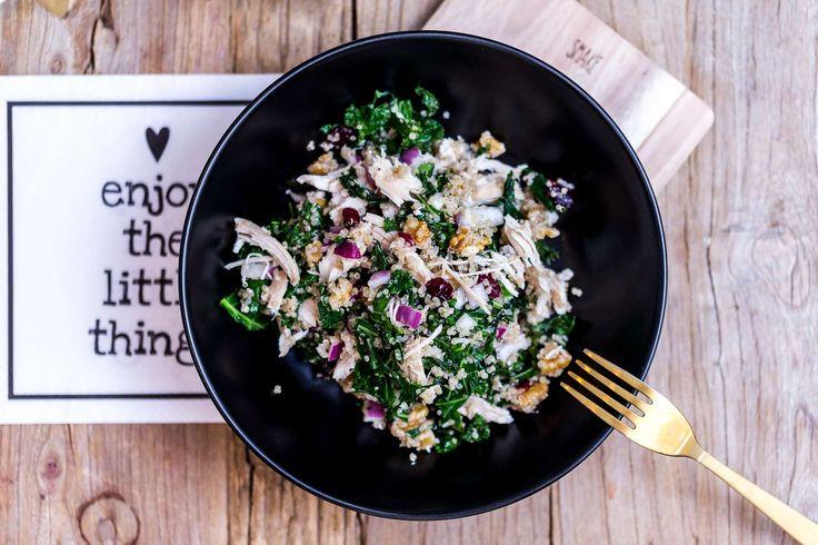 Hei oppskrift-onsdag! Før all julemat kommer på bordet synes jeg det er deilig å spise noe som ikke er så tungt, og min store favoritt på matbordet er salat. Alltid. Hver gang Lars-Kristian spør meg hva jeg vil ha til middag, svarer jeg det samme: salat. Og det er selvfølgelig fordi jeg synes det er  [read more...]