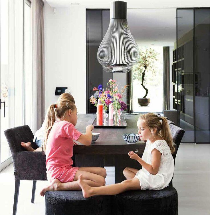 Villa met topinterieur! Publicatie van een nieuw project met Keijser&Co meubelen in de Tijdlooswonen! #keijserenco #meubelen #ontwerp #tijdlooswonen #consumentendag29mei #meldjeaan #design #interiordesign #villa #uniek #ontwerp #poef #tafel #fauteuil #wandkast #eiken #meubelen #etc #interior #interiorblogger #interieurstylist #architect