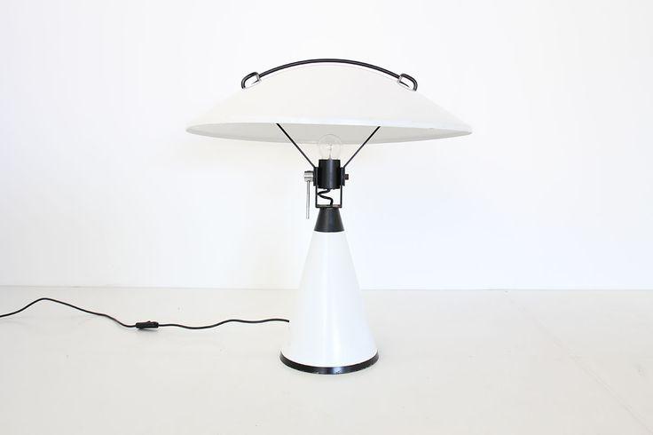 Lampe modèle radar 676 design Elio Martinelli edition Martinelli Luce   http://www.galerie44.com/fr/collection/luminaires/lampe-martinelli-luce-1-detail