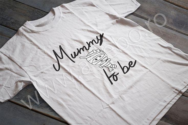 """Tricou personalizat pentru gravidute cu desenul """"Mummy to be"""" – daca sunteti in cautare de cadouri pentru femei gravide, cadouri pentru viitoare mamici atunci trebuie sa alegeti un tricou personalizat – impactul o sa fie de remarcat si cu siguranta veti ramane o vreme indelungata in gandul sarbatoritei."""