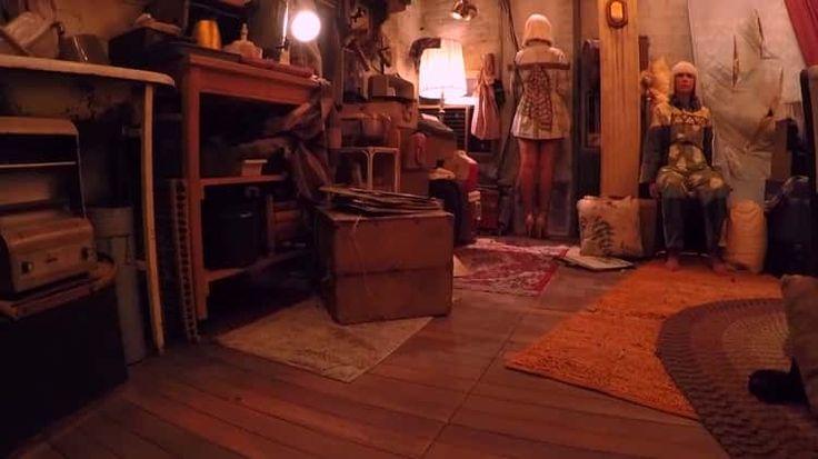 Sia - Chandelier (Live GRAMMYs 2015 feat. Kristen Wiig & Maddie Ziegler) (1080p)